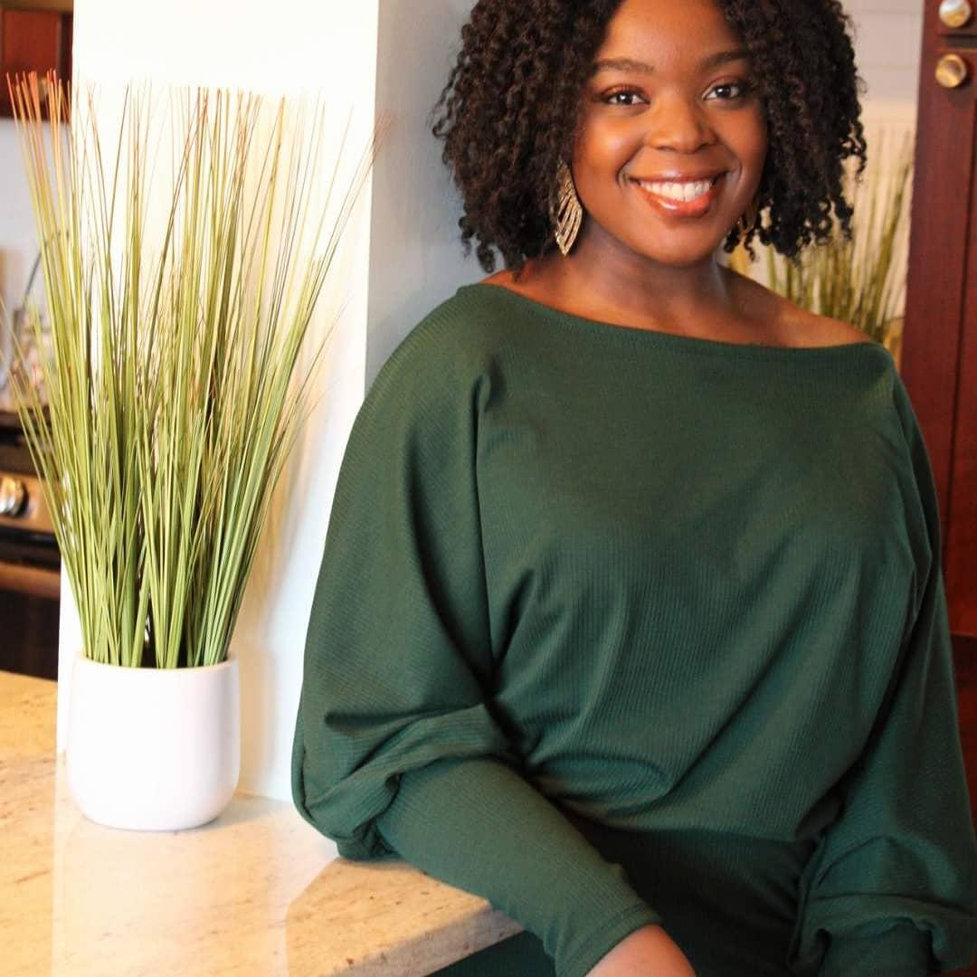 Profile Image of Mia Barnes