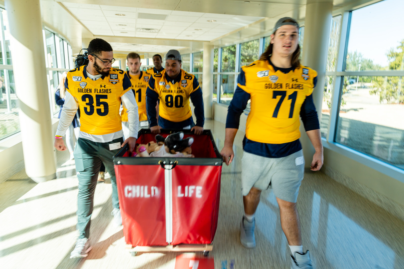 Kent State football players bring toys and games to kids at Children's Medical Center Plano