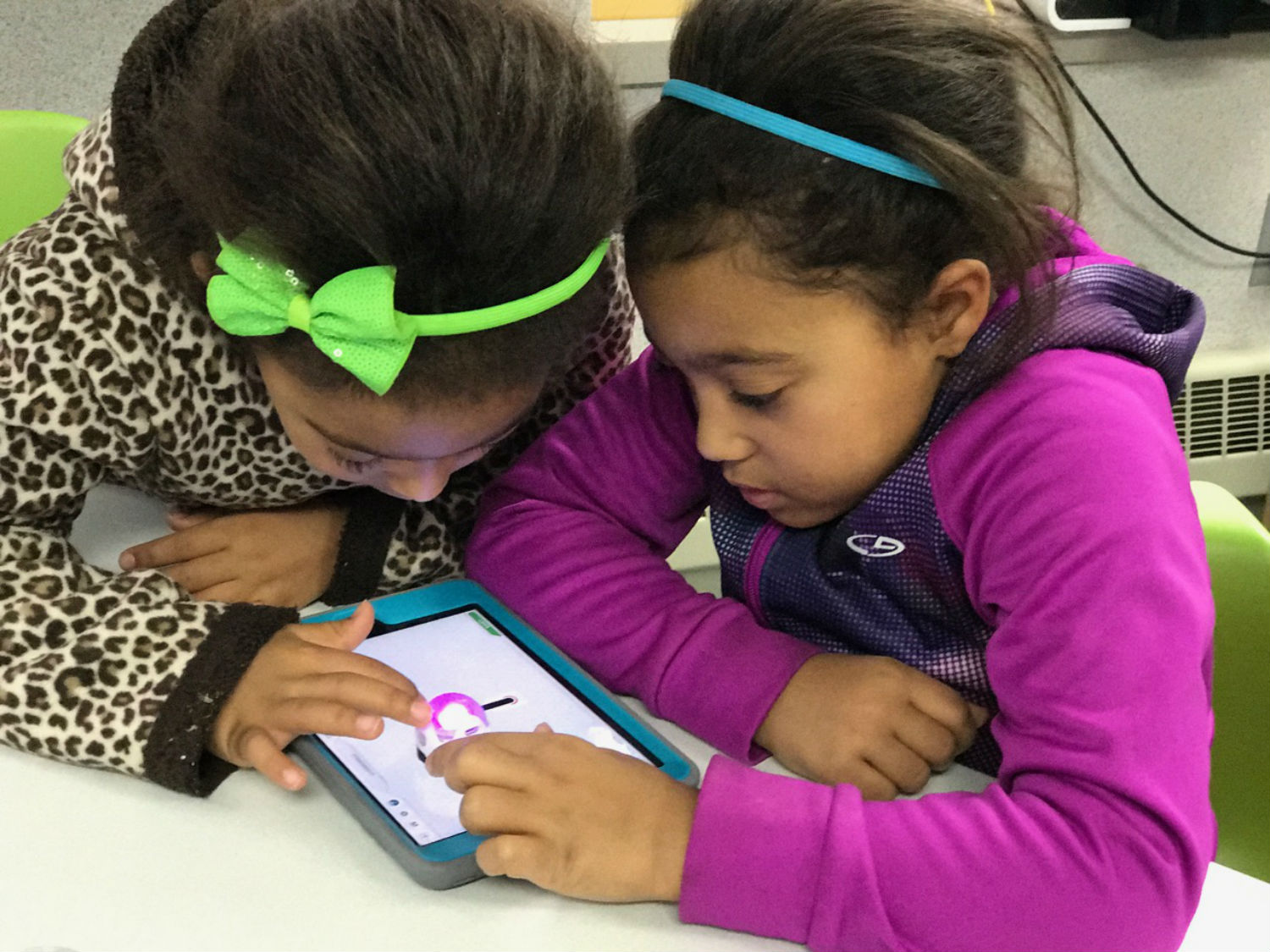 Students explore digital tools for learning in the AT&T Classroom