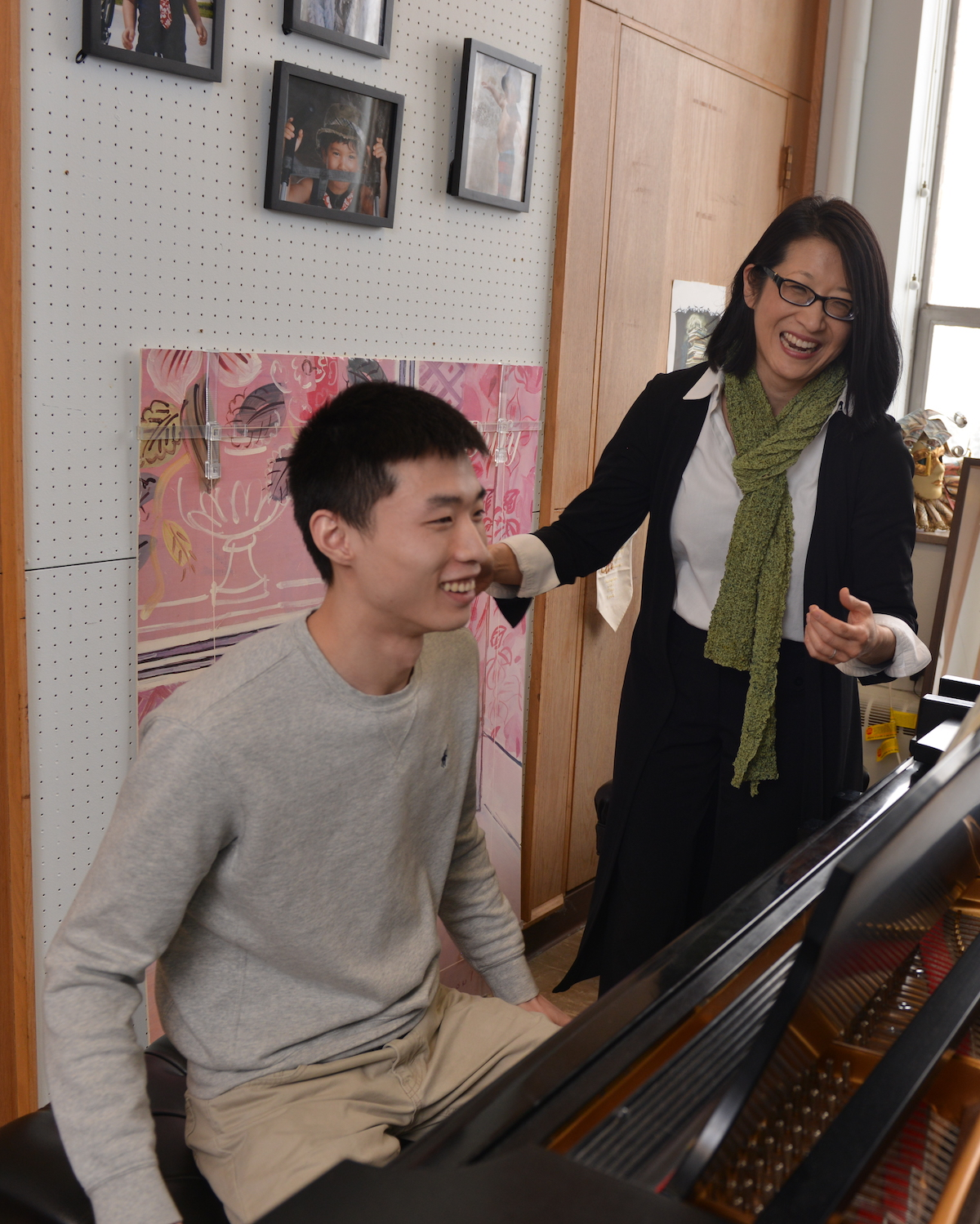 Dr. Donna Lee teaches student in her studio