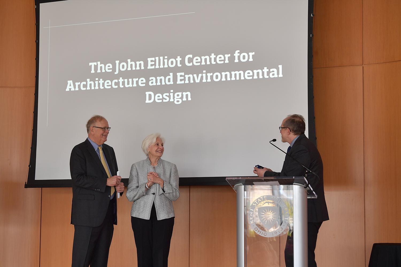 John and Fonda Elliot on stage