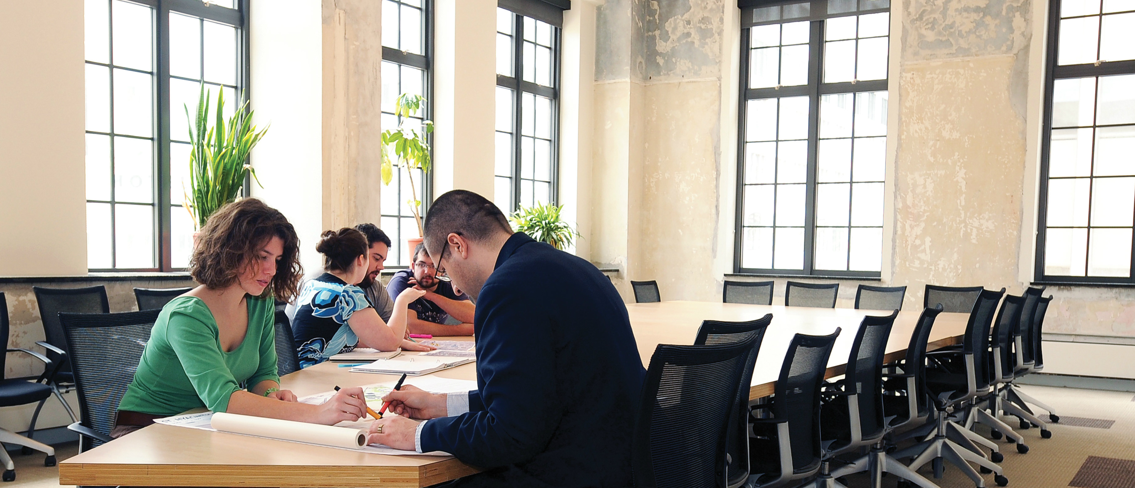 Architecture students collaborate