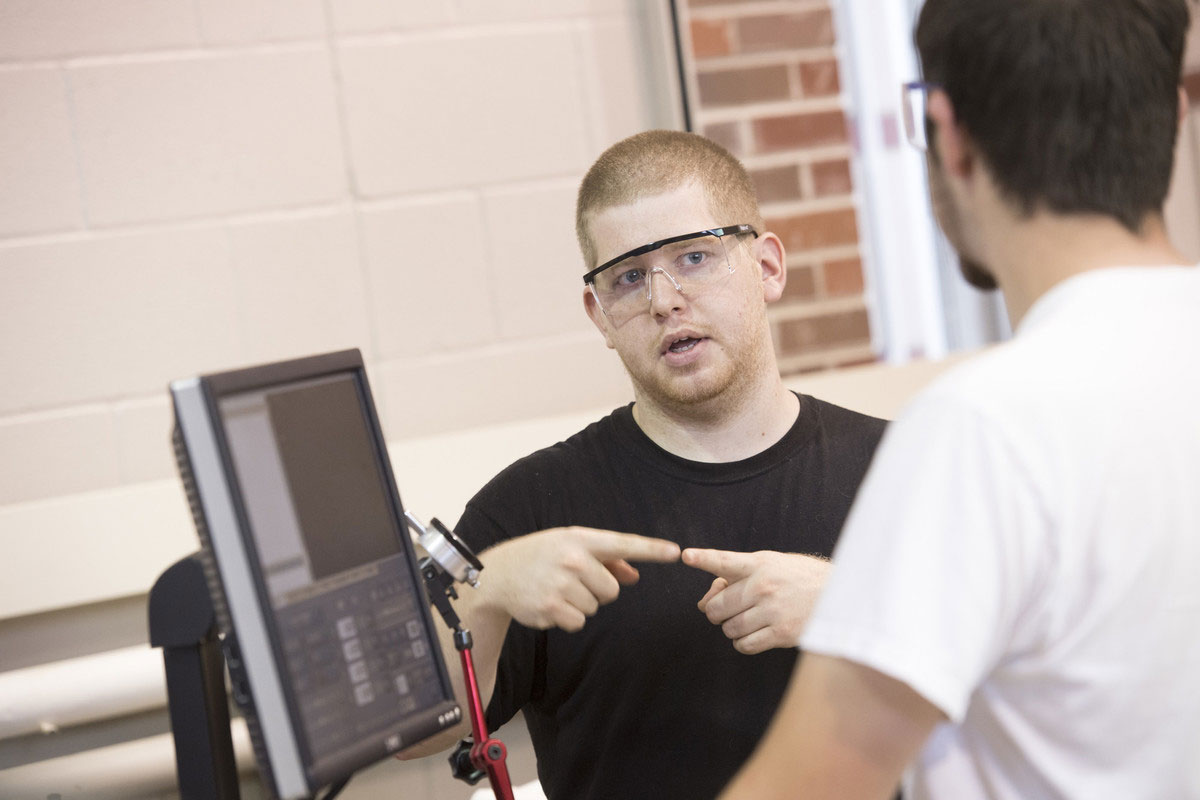Engineering Technology students working in the Advanced Technology Center