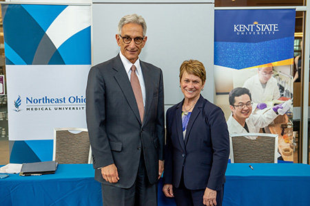 Jay A. Gershen, president of Northeast Ohio Medical University, and Beverly J. Warren, Kent State University president, signed a shared services agreement that will enable NEOMED to offer online degree programs in its College of Graduate Studies.