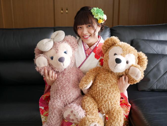 Rekia wearing a traditional Japanese kimono holding stuffed animals