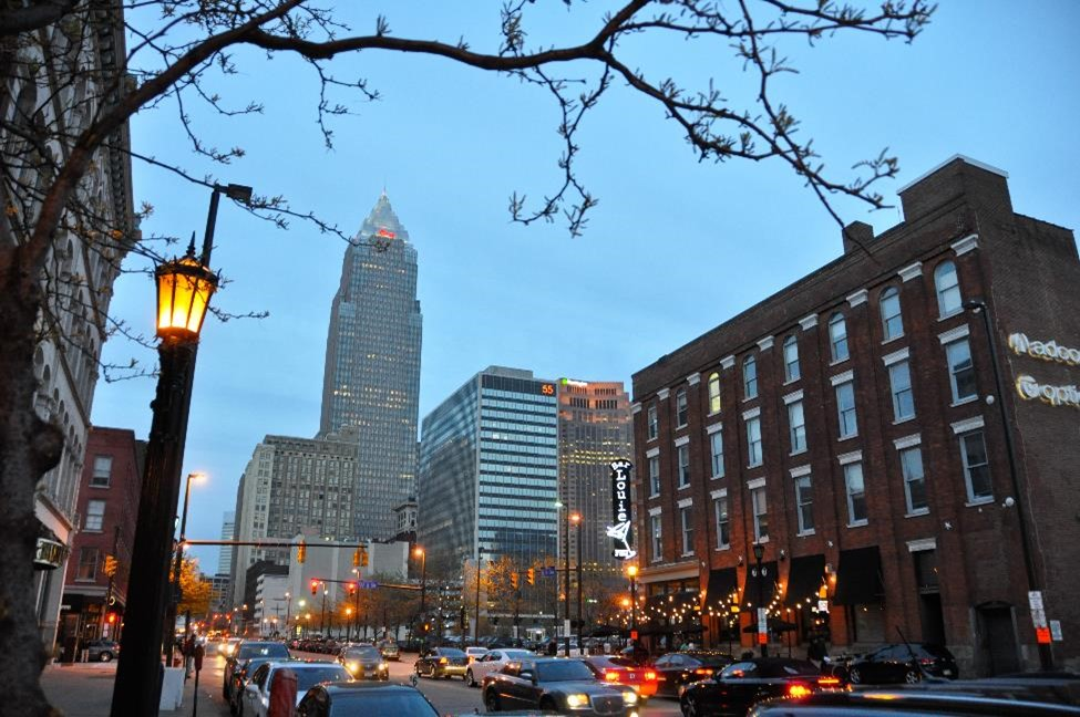 A night photo of downtown Cincinnati