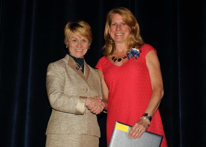 2015 Twenty Year Club inductee, Brenda Augusta, shakes hands with President Warren