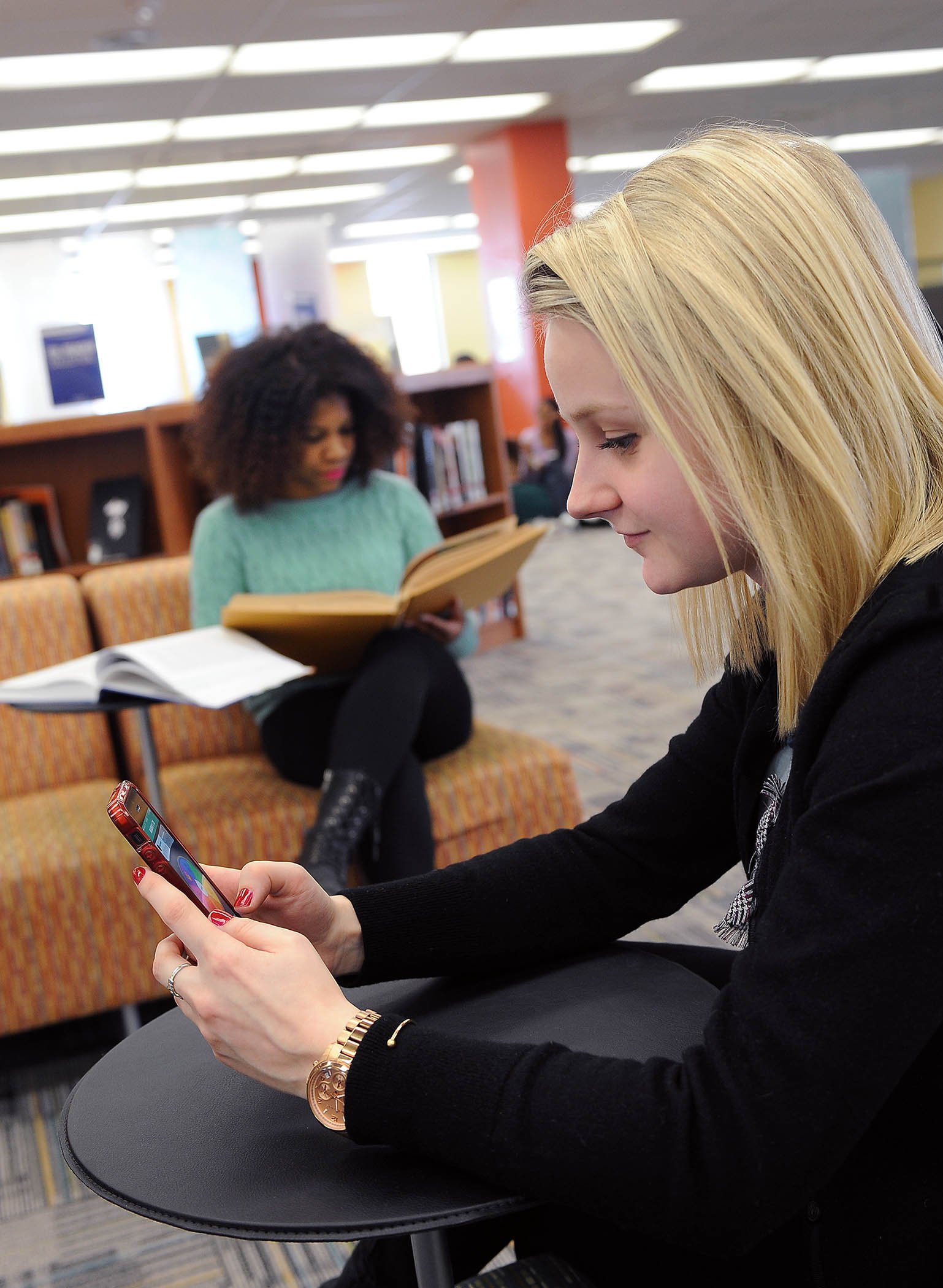 Photo of Kent State students in library