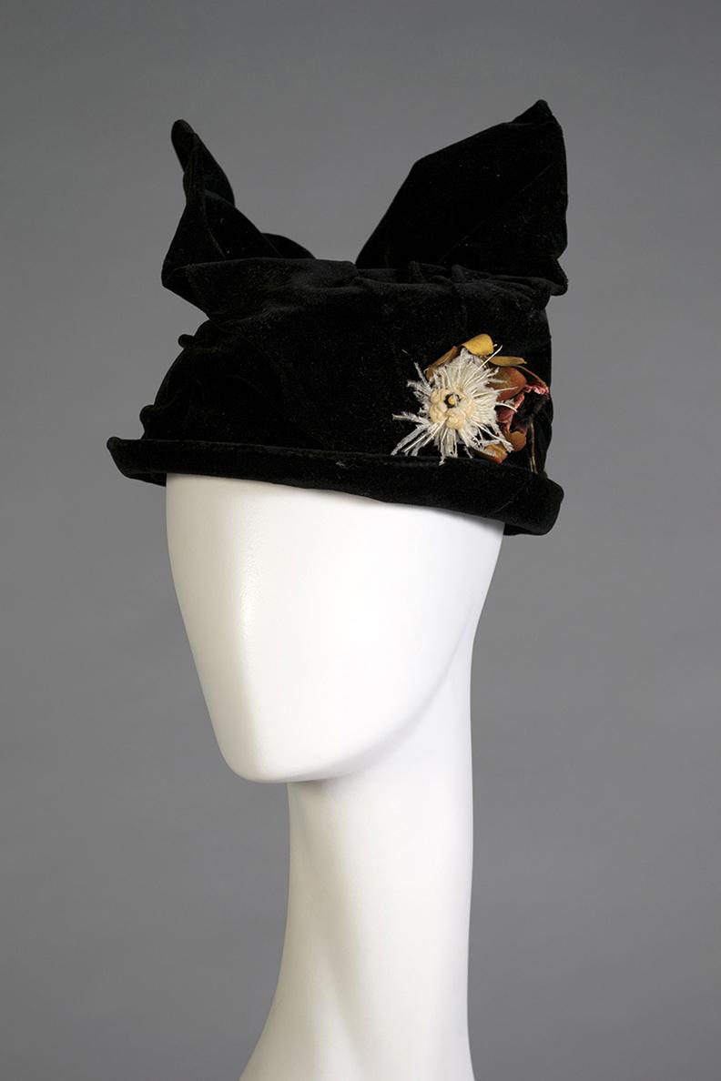 Black velvet hat with wing-like bow American, mid 1910s Velvet, artificial flowers