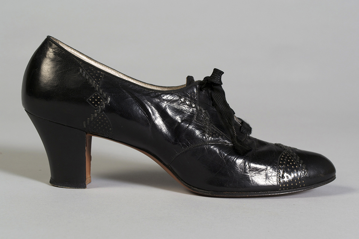 Black leather oxfords Label: Vitality Shoes American, 1920s Leather