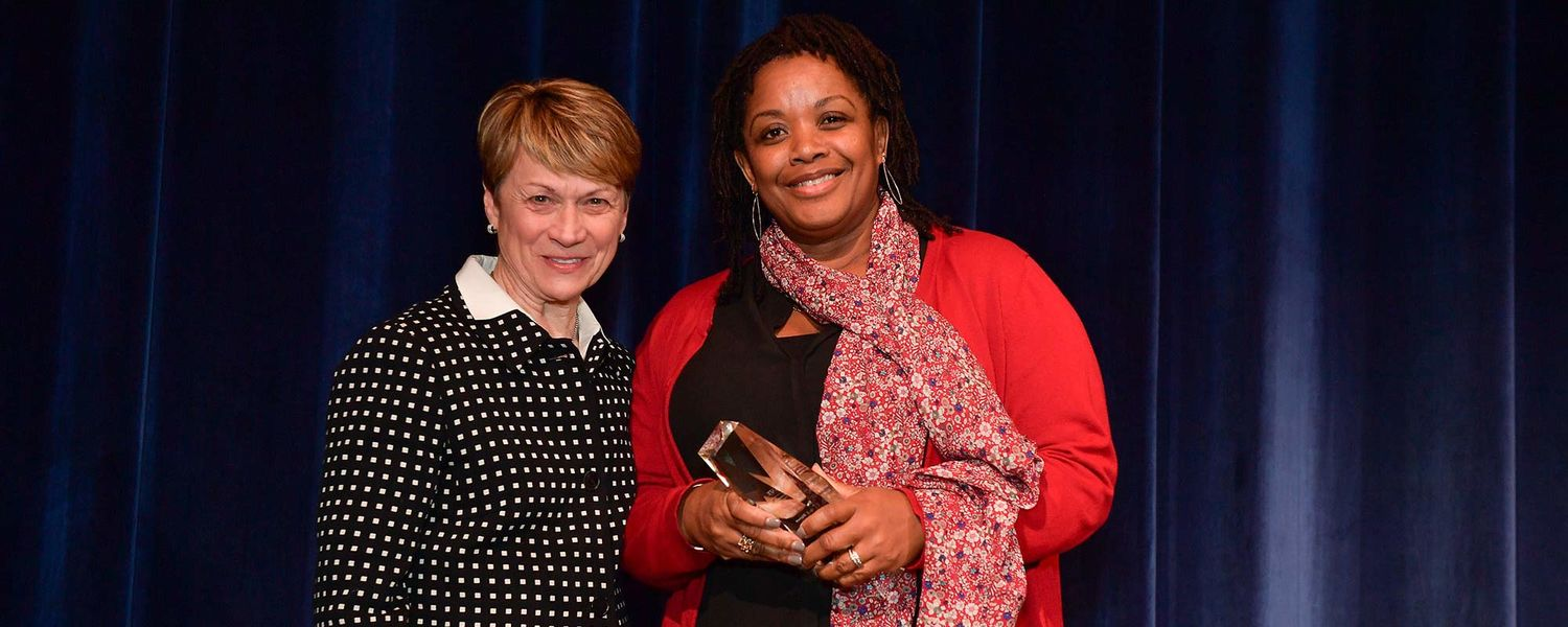 Beverly Warren presents Amoaba Gooden with 2019 Unity Award