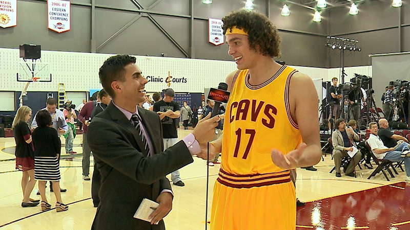 Arroyo interviewing former Cleveland Cavalier player, Anderson Varejao.