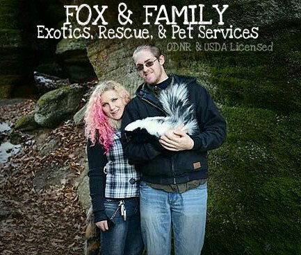 Photo of Fox and Family Exotics handlers Angell and Brian with Stinker Butt © by Jennifer Ilene Photography