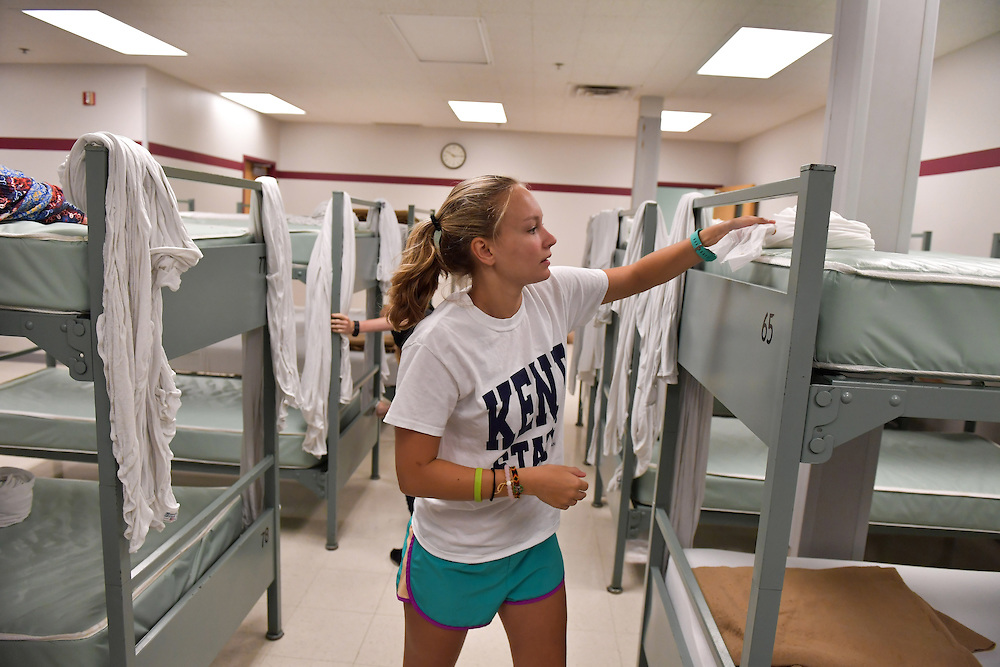 A student offers her service at Akron's Haven of Rest on Freshman Day of Service