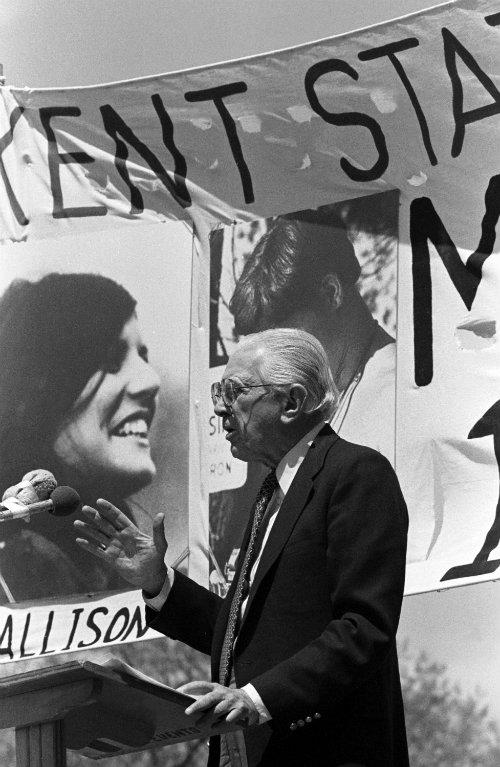 Metzenbaum gives a speech