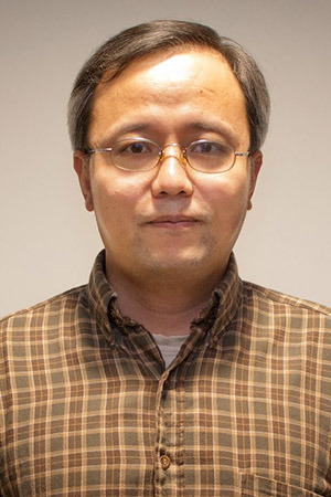 Han Mao, professor of chemistry and biochemistry Kent State, helped create a microscopic environment to study cancer cells.