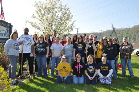 OTA students from Kent State East Liverpool who worked to clean up the entrance to the city