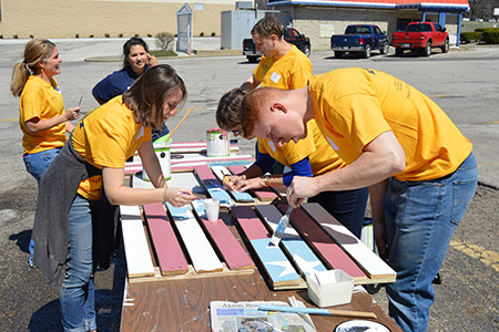 Members of the Kent State University community volunteer during the Alumni Day of Service.