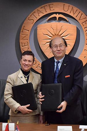 Kent State University President Beverly Warren stands with Xi'An International Studies University President Wang Junzhe.