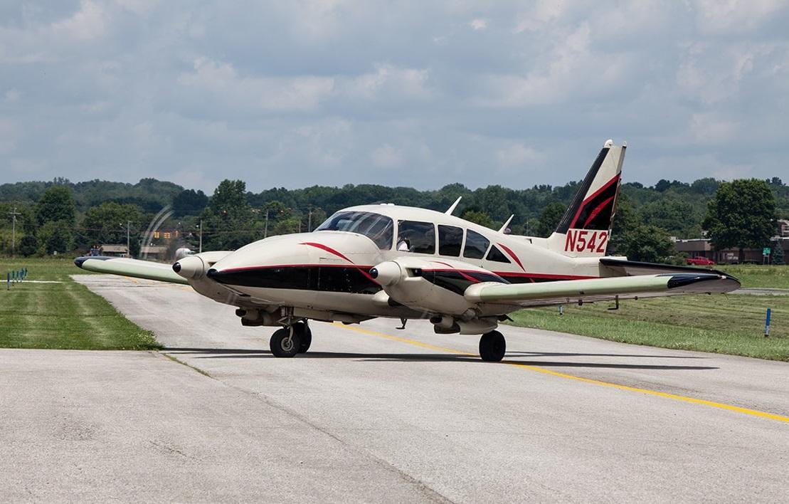 photo Piper PA-23-250 Aztec, AeroTrek