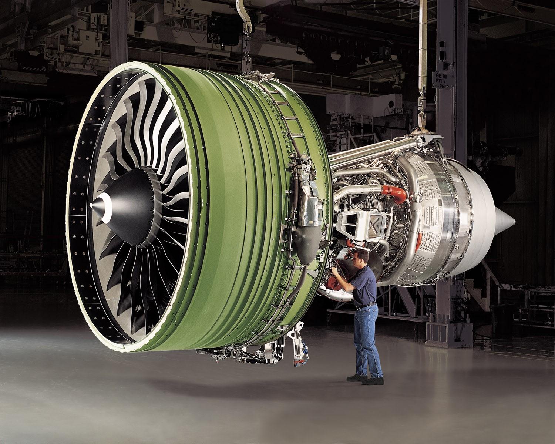 photo, skeleton view of a turbofan engine