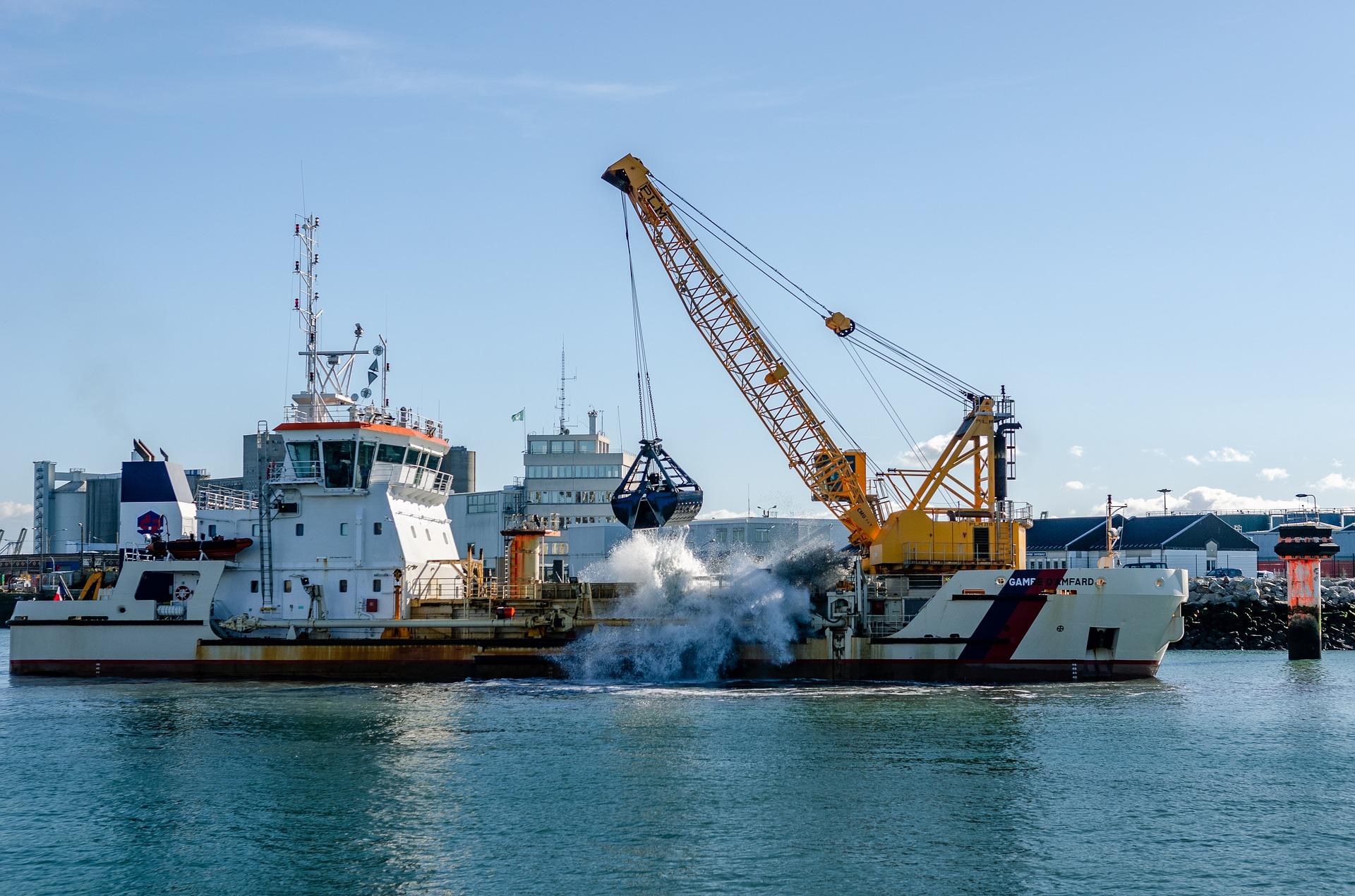 Image of dredging by Franck Barske from Pixabay
