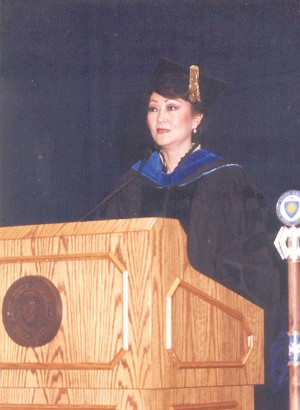 Hwang speaking at Kent State University's 2001 Commencement Ceremonies.