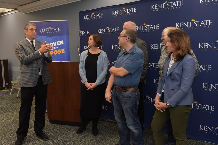 U.S. Rep. Tim Ryan (left) meets with Kent State University professors whose research is being funded by the U.S. Department of Health and Human Services and the National Science Foundation. U.S. Rep. Ryan visited Kent State's campus on Sept. 10.