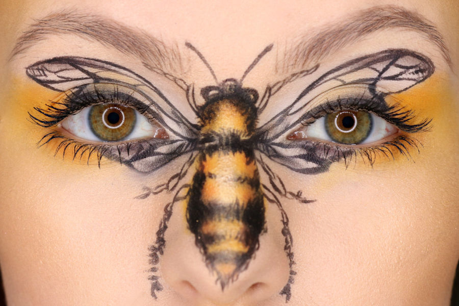 Carrie Esser: professional bee facepaint