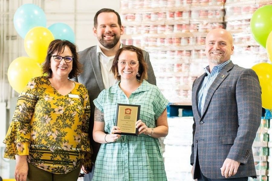 Kent State Wins Volunteer Award from Akron/Canton Food Bank
