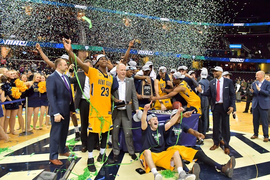 The Kent State Golden Flashes accept the trophy for winning the 2017 MAC Men