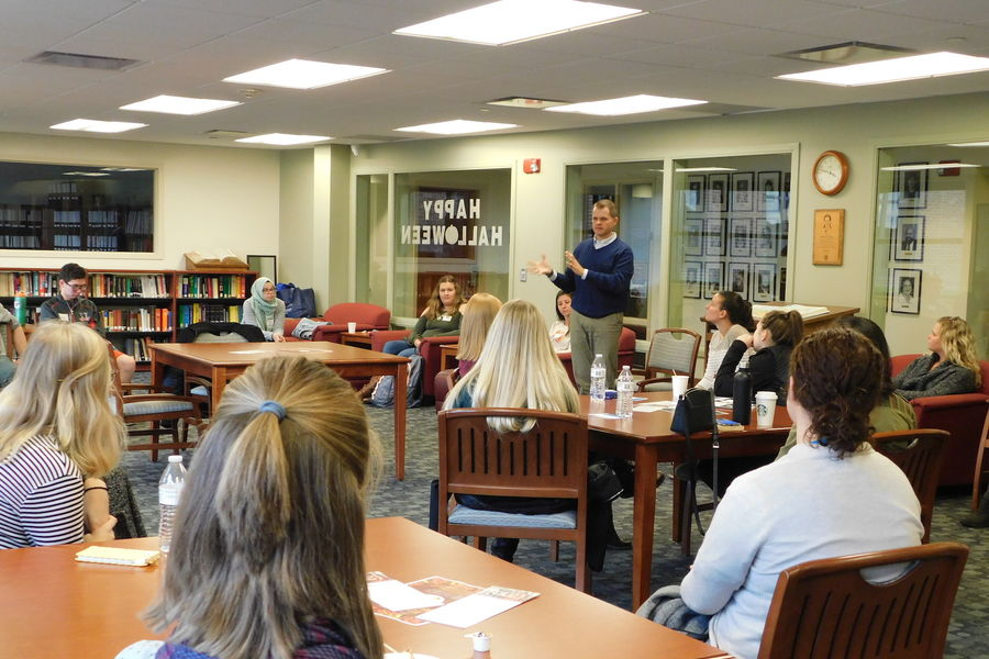 Honors Students Listen to Alumni at Career Conversations Series
