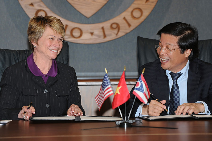 Kent State President Beverly Warren and Hanoi University President Nguyen Dinh Luan sign a historic   agreement on the second floor of the Kent Campus Library that will partner the universities.