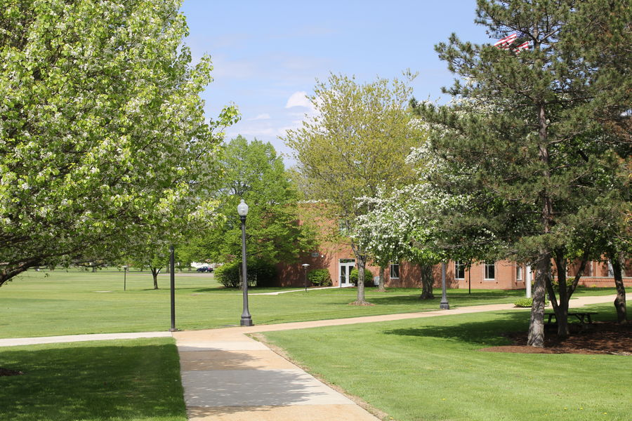 Kent State Ashtabula campus looking northeast to Main Hall from the Library