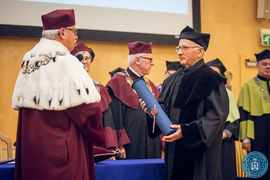 President of Poznan University of Technology gives Dr. Jaroniec the DHC certificate