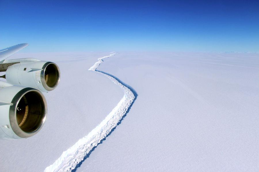 A rift along the Larsen C ice shelf from the vantage point of NASA