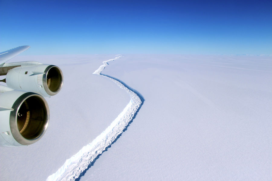 A rift along the Larsen C ice shelf from the vantage point of NASA