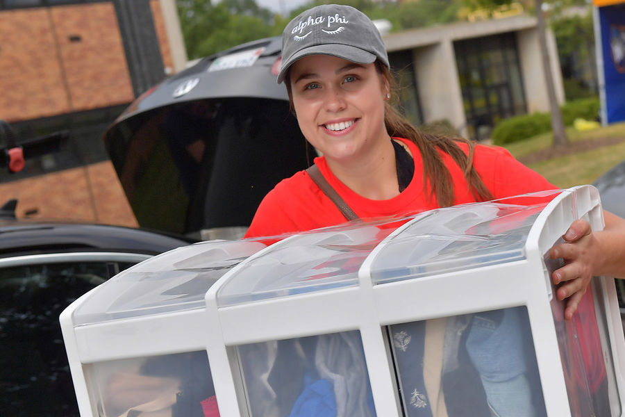 Movers and Groovers help move incoming freshmen in to their new residence halls.