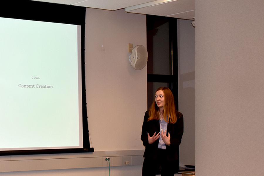 Sarah Reidlinger, presenting at FlashLab contest