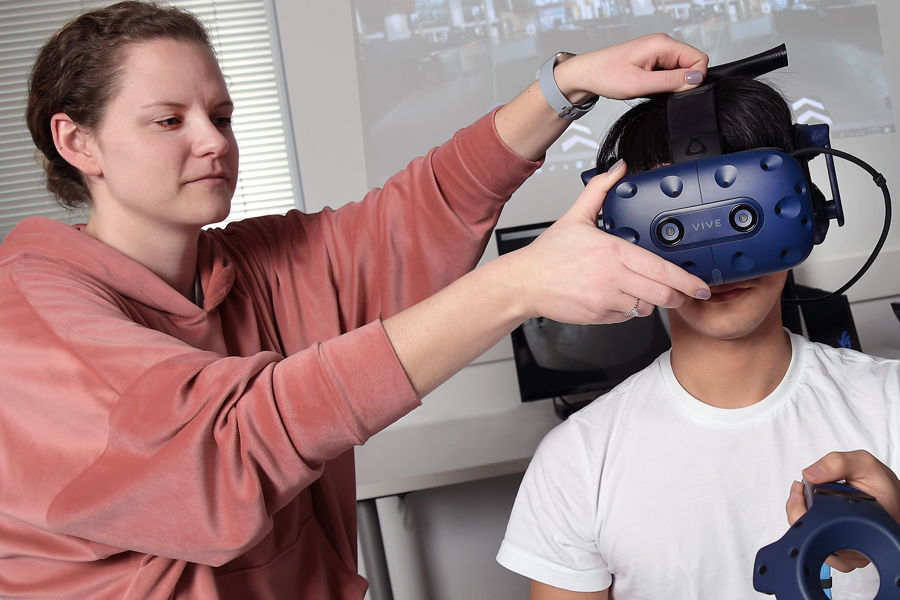 Students (left to right) Meredith Paskert, Hyunjae Jeong. Alfred Shaker, Xiangxu Lin test the VR equipment
