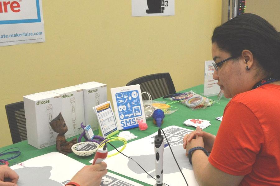 Mini-Maker Faire 2019: students using 3D pens