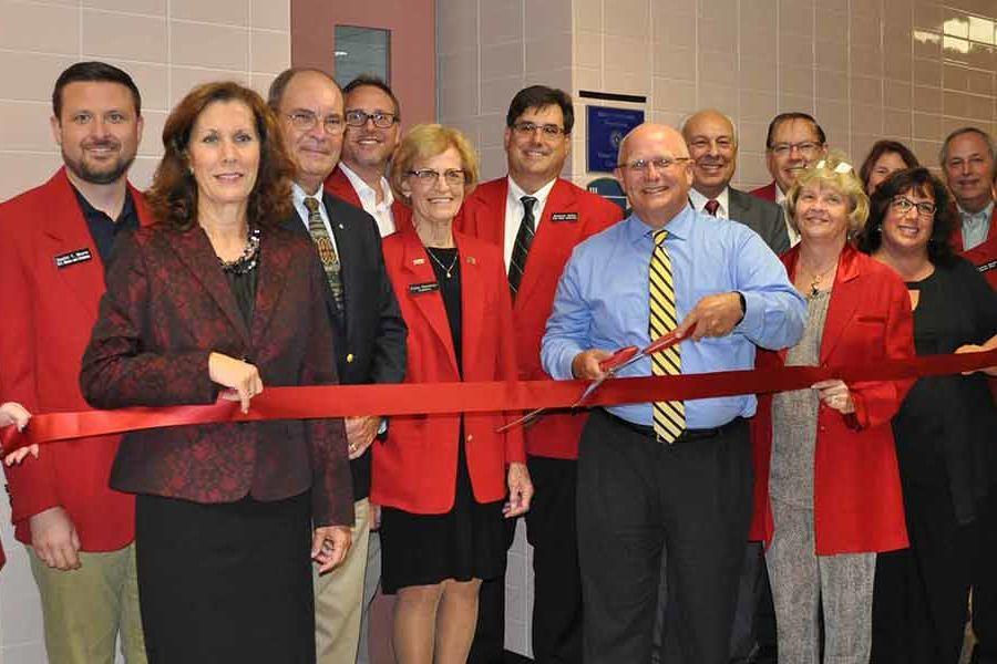 The Salem Area Chamber of Commerce Ambassadors led the ribbon-cutting ceremony for Kent State Salem
