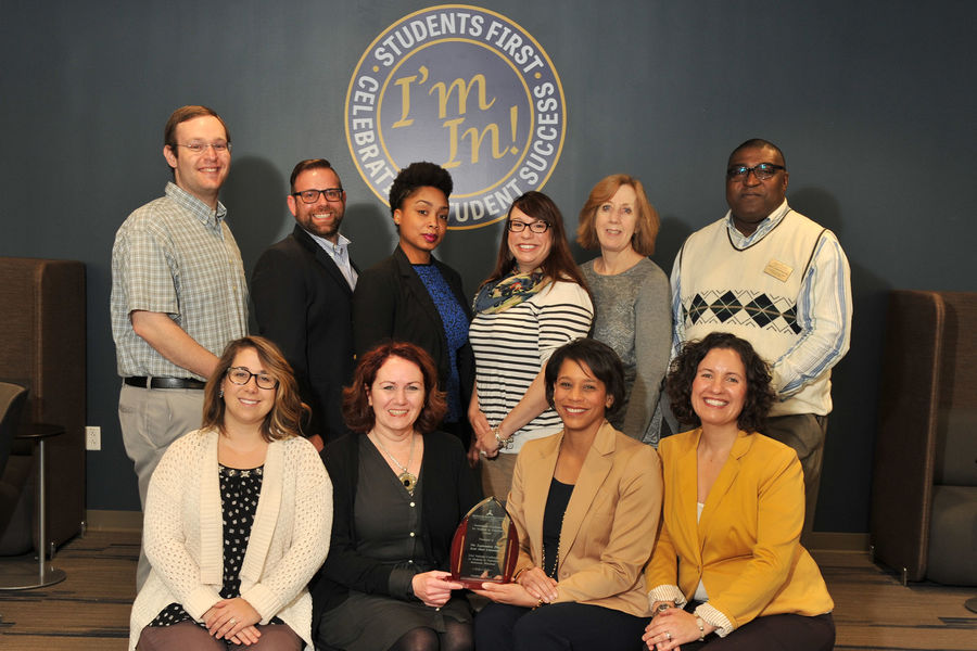 Photo of Eboni Pringle and Exploratory Advising Center staff with award