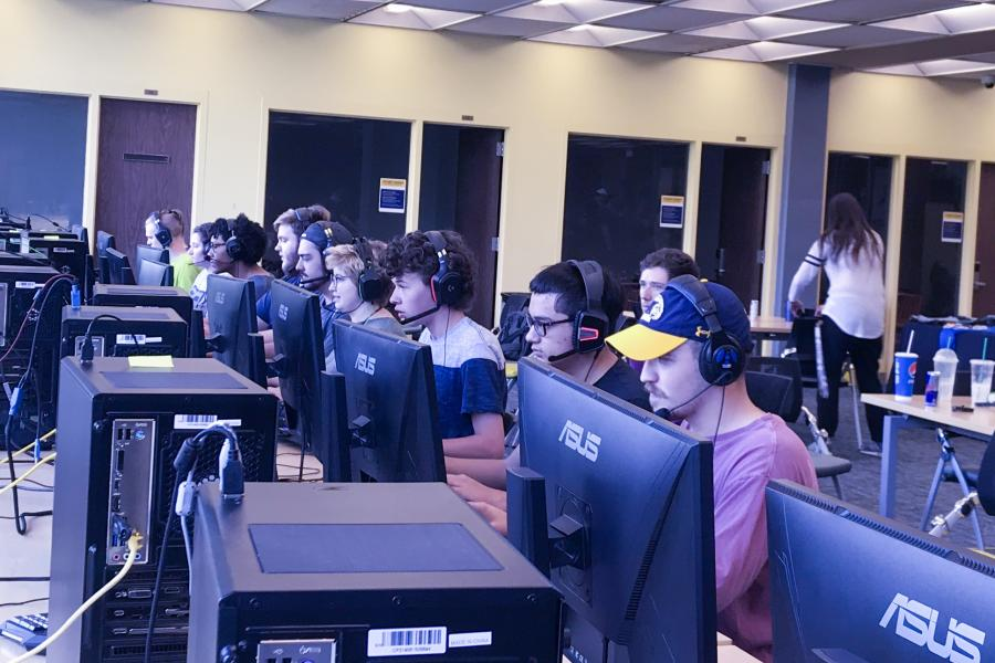 Kent State esports players compete