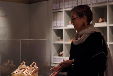 Professor lecturing in Ferragamo Museum