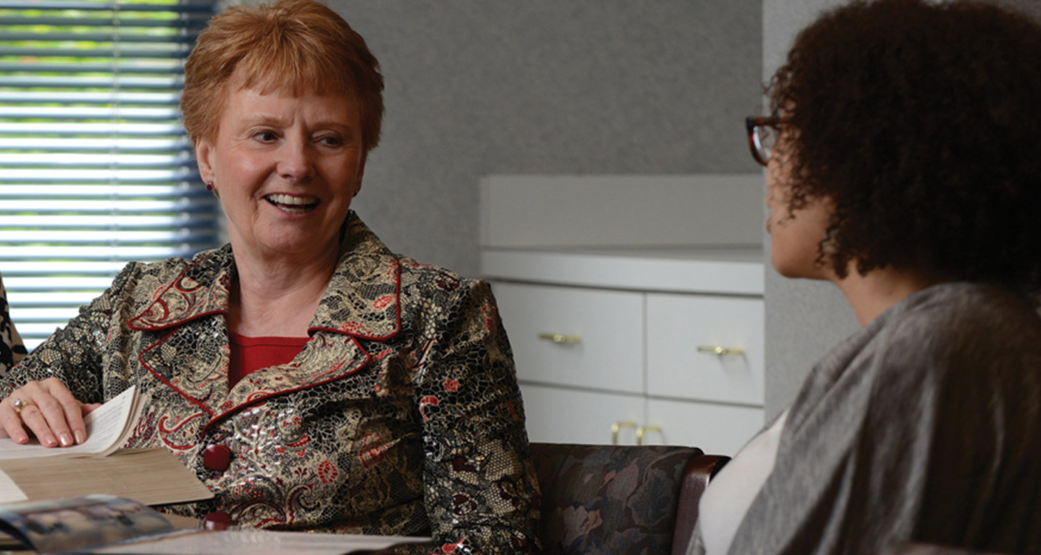 Linda Q. Everett speaks to a student in Henderson Hall at Kent State University