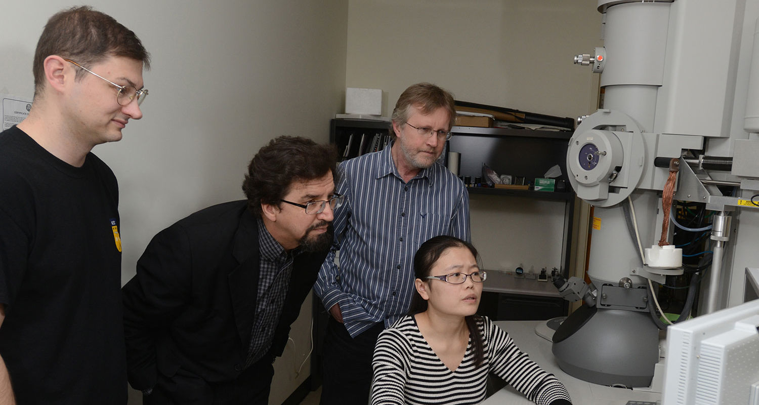 "Researchers who collaborated on the research are, l t o r, Nick Diorio, Oleg Lavrentovich, Antal Jákli, an d seated at the TEM, Cuiyu ""Tracy"" Zhang."