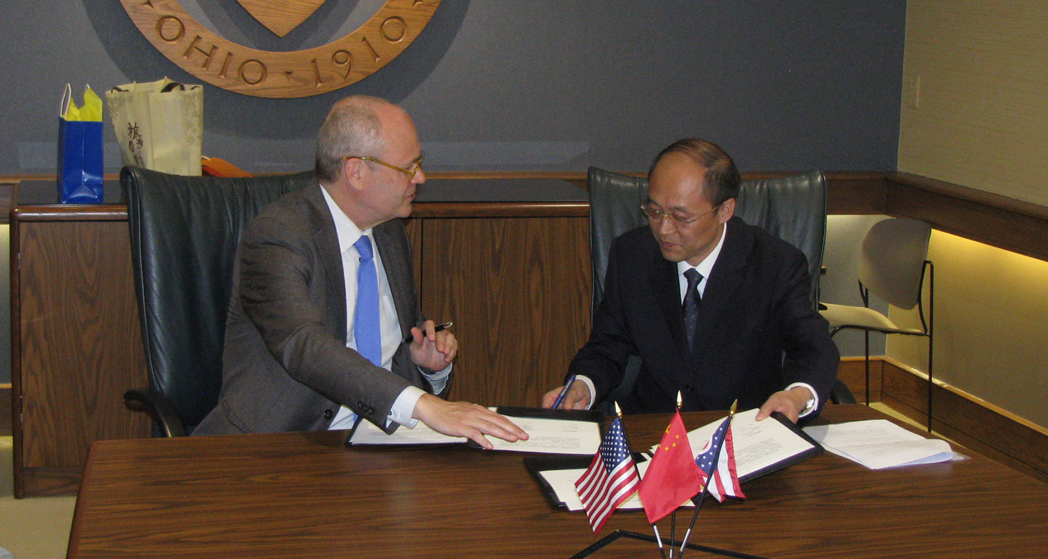 Dr. Todd Diacon, Kent State senior vice president for academic affairs and provost, with Kang Nian, vice president of Shanghai Normal University.