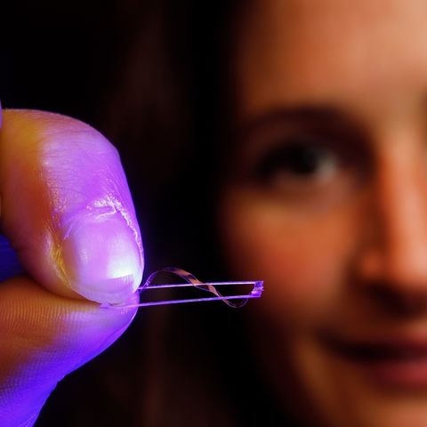 Eindhoven University of Technology researcher Anne Hélène Gélébart shows the walking device. This small device is the world's first machine to convert light directly into walking, simply using one fixed light source. (Photo credit: Bart van Overbeeke)