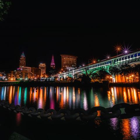 Image of the Cleveland skyline from David Mark on Pixabay